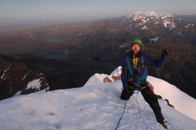 Au sommet avec la Cordillera Real en second plan