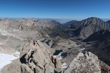 Vue du sommet sur les nombreux lacs
